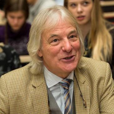 Külas Euroopa loodusteaduste olümpiaadi president hr Michael Cotter