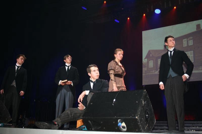 2014 lavastas emakeeleõpetaja Külli Saia kooliajalooteemalise näidendi.