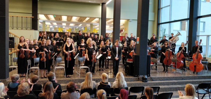 Eesti Sümfooniaorkestrite Liidu VIII Noorteorkestrite Festivali koolikontsert Tartu Tamme Gümnaasiumis