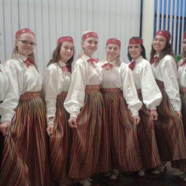 Neiduderühm uute naistetantsude võistlusel Jõgeval